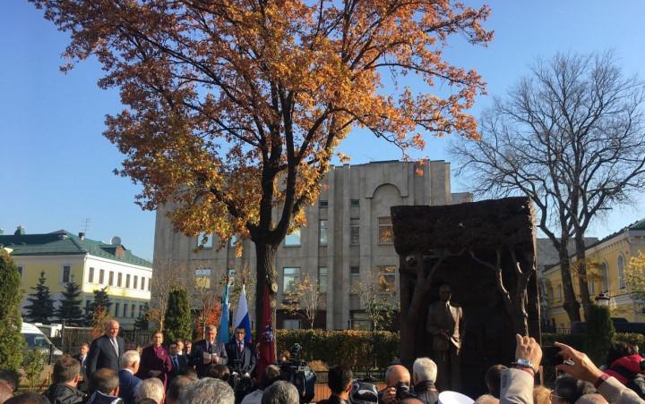 Открытие памятника Исламу Каримову в Москве